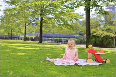 Taapero puistossa
