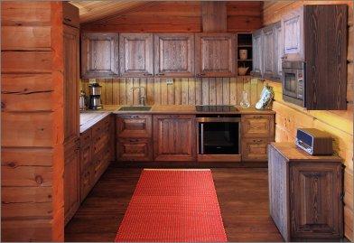 Puinen keittiö
